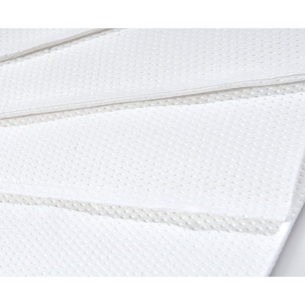 Asciugamano in carta piegato a V